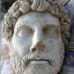 Римский император Адриан, осиротел в 10 лет.