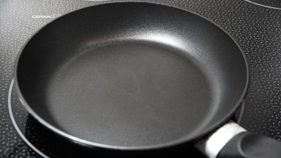 Сковорода Tefal. При жарке еда не прилипает к поверхности.
