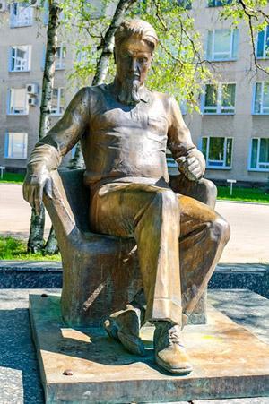 Игорь Васильевич Курчатов. Памятник в Обнинске.